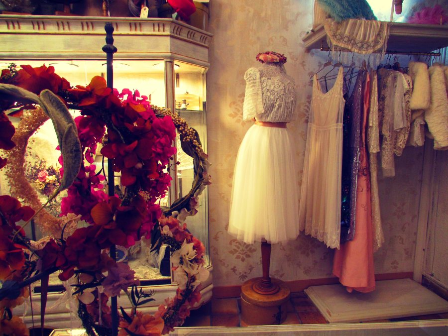 La Arca Vintage Wedding Dress Shop Barcelona