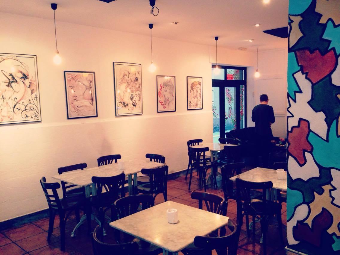 Ølgod craft beer bar Raval Barcelona - interior photo