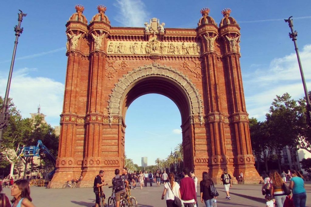 Andre explaining why we have an Arc de Triomf in Barcelona