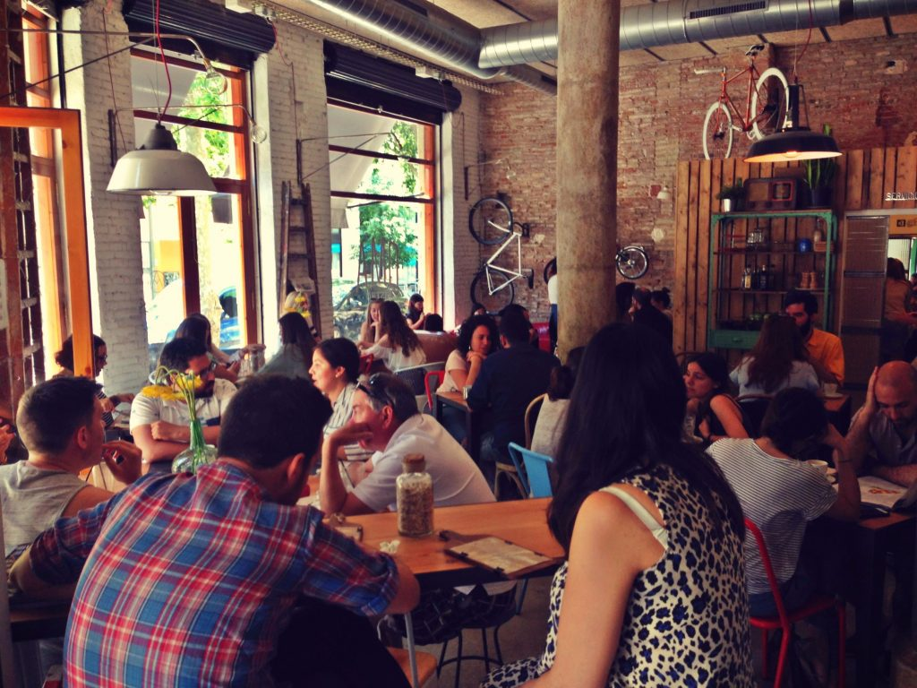 Oma Bistro and Brunch Cafe in Eixample Barcelona - Carrer del Consell de Cent, 227, 08011 Barcelona