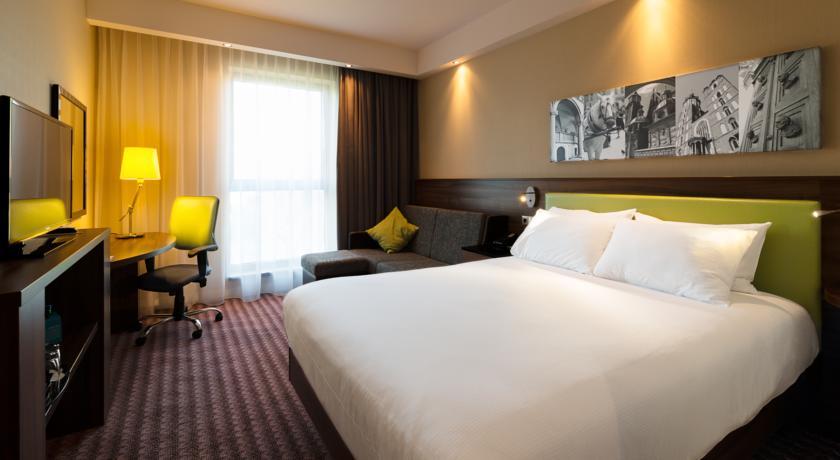 hampton-by-hilton-business-hotel-in-krakow-city-centre