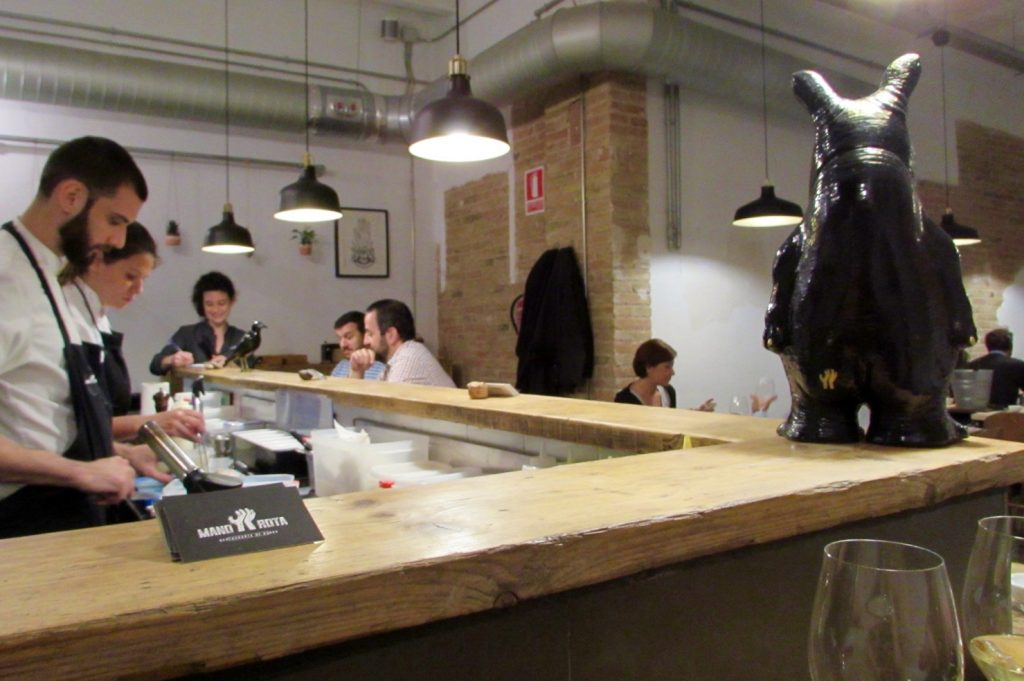 Mano Rota Bar area - Sit at the bar if you can and watch the chefs at work