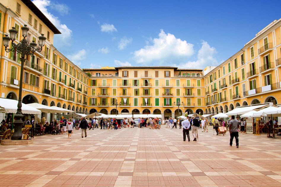 Plaza Mayor - Shopping in Palma, Mallorca