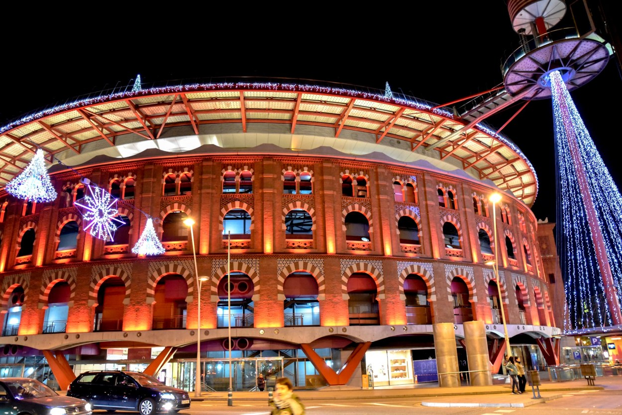 las arenas bull ring shopping mall barcelona at christmas