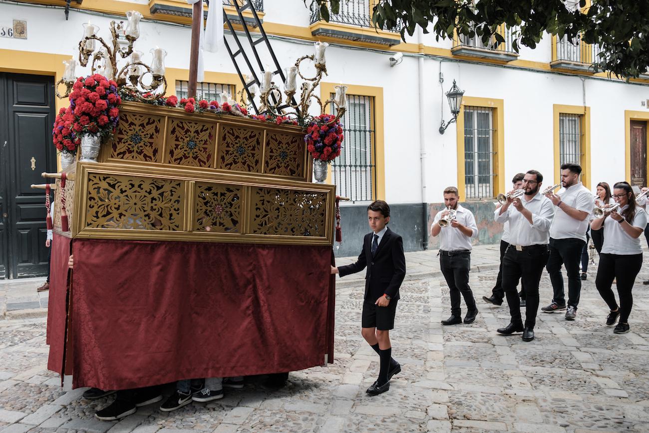 Cruz de Mayo Religious Procession Parade in Sevilla - by Ben Holbrook (Copyright Ben Holbrook)