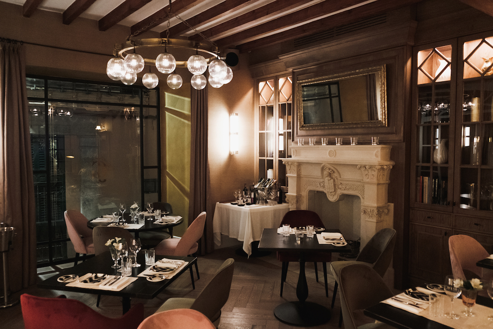 Patio de Gloria de Sant Jaume restaurant - boutique hotel in Palma Mallorca Old Town - by Ben Holbrook from Driftwoodjournals.com