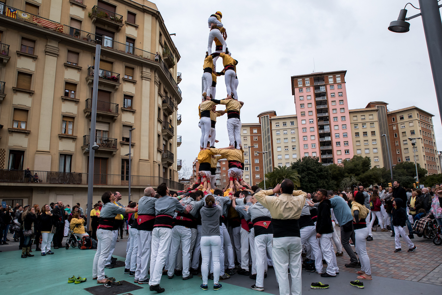 Castells / Human Towers During Sant Jordi Day Barcelona ~ By Ben Holbrook from DriftwoodJournals.com4