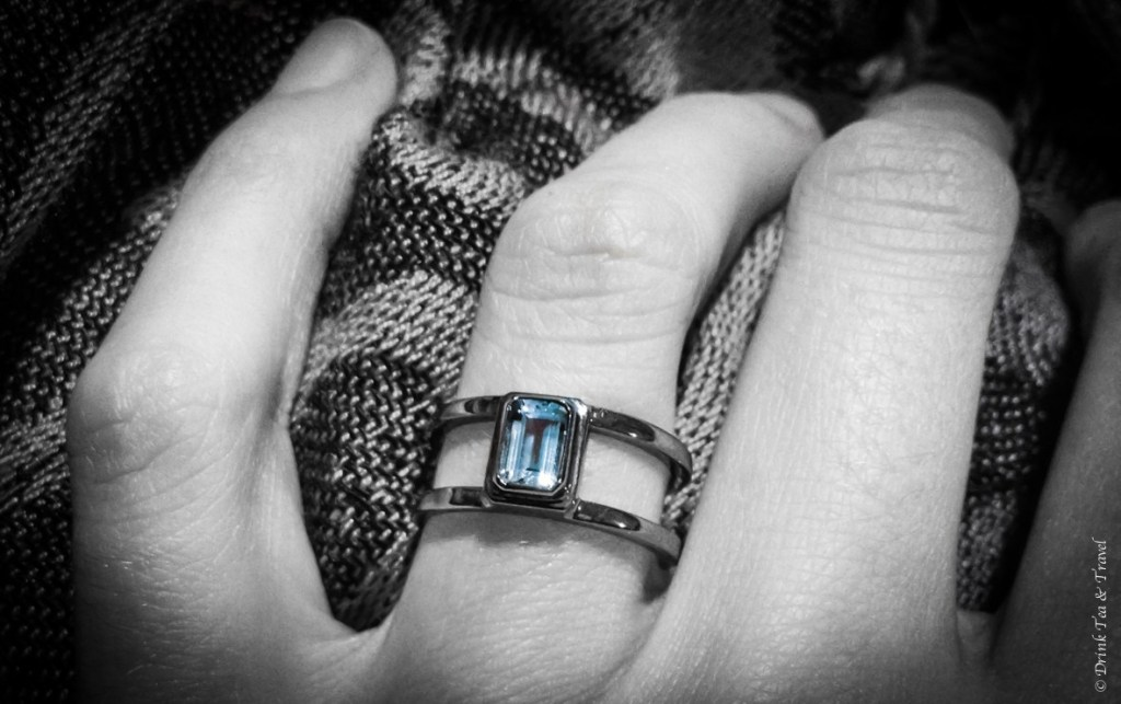 The ring: black gold with an aquamarine stone