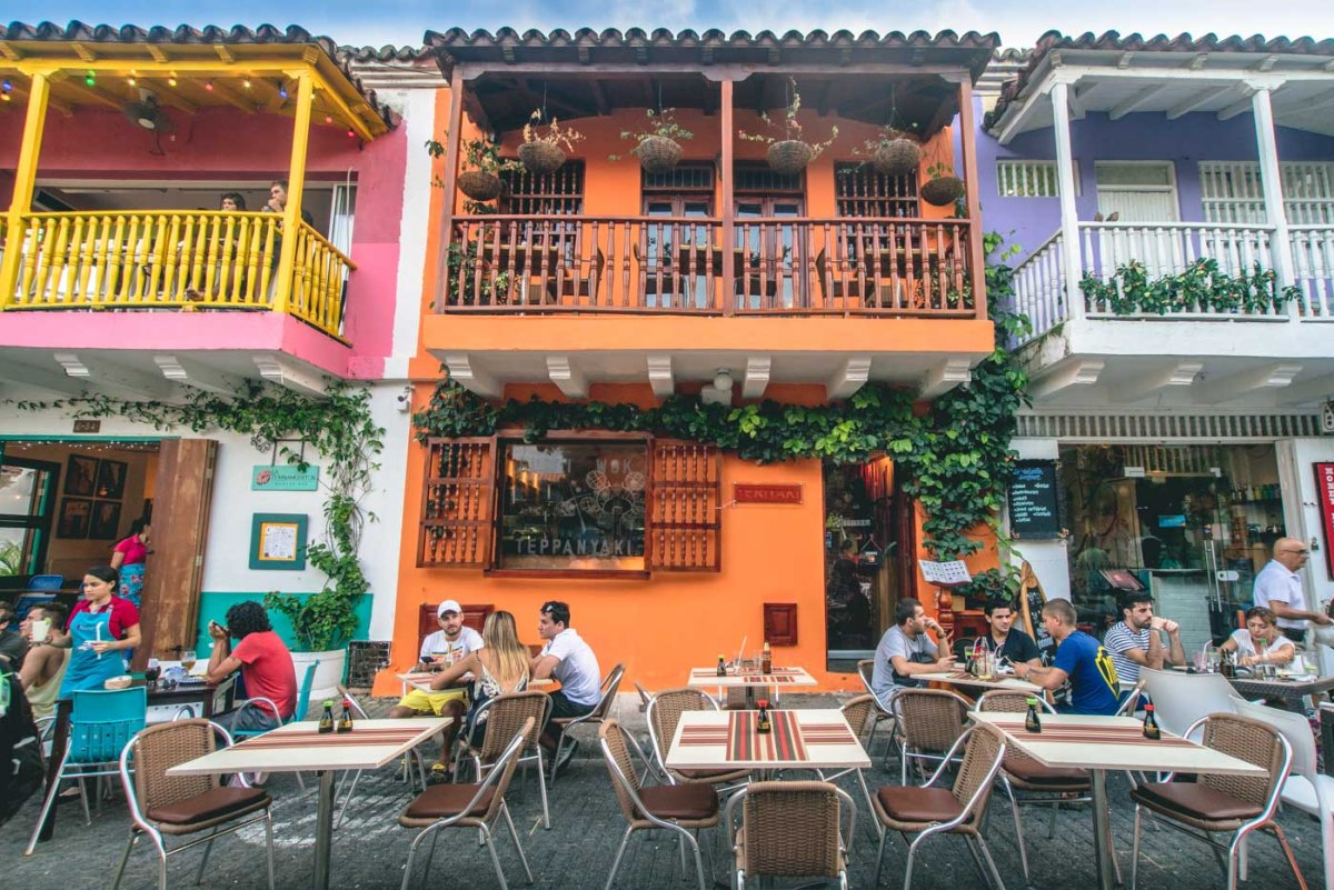 Travel in Colombia: Locals and tourists at a cafe in Cartagena