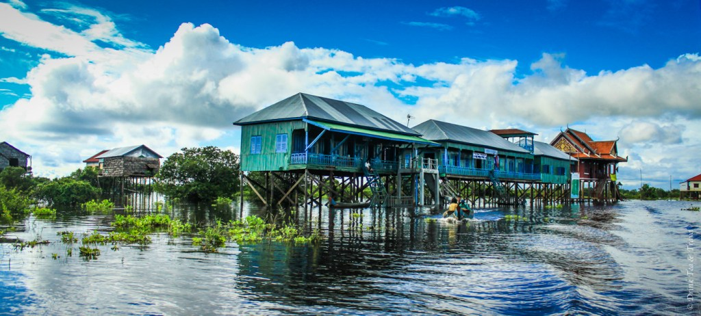Kampong Phluk - a village on stilts in Tonlé Sap