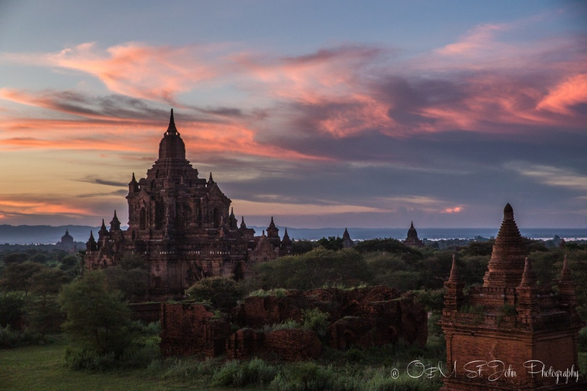 Myanmar travel: Sunset in Bagan, Myanmar