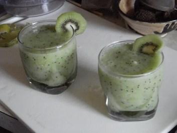 How to make a kiwi smoothie
