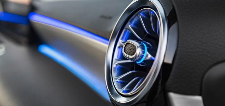 10.2.InTv - Hey Mercedes - Sveglia! Un'altra rivoluzione sta cambiando il mondo dell'auto e Mercedes, come al solito, è l'avanguardia