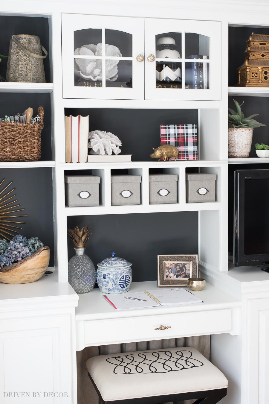 How To Decorate Shelves Bookcases Simple Formulas That