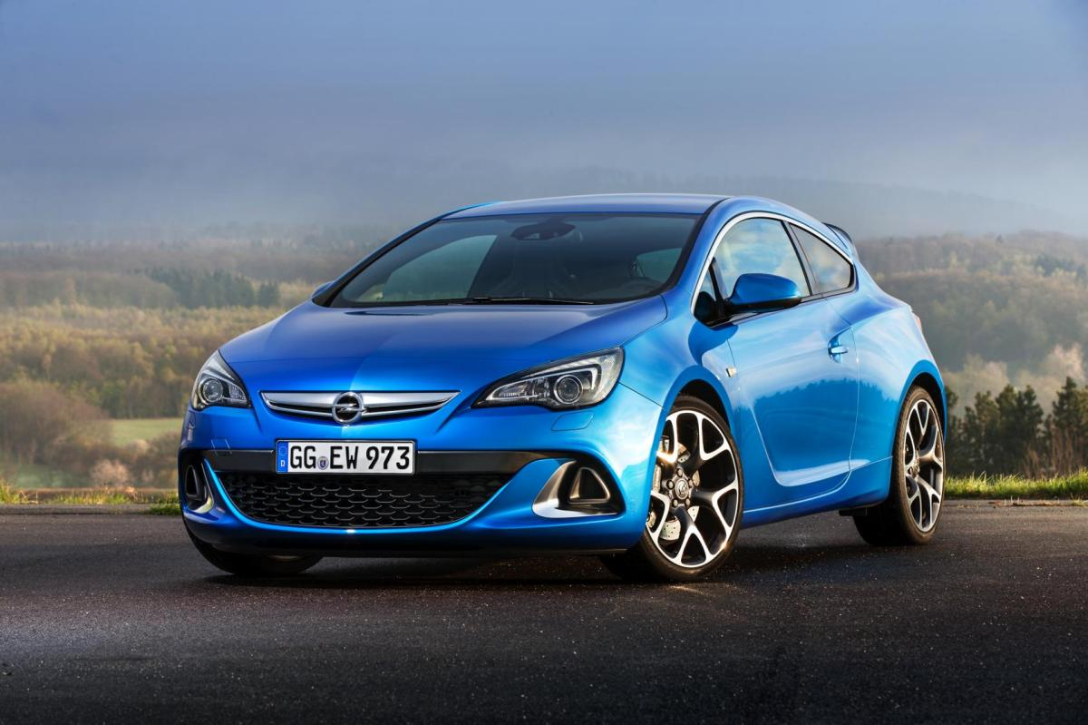 Opel Astra OPC Performance Center rood blauw 2014 04