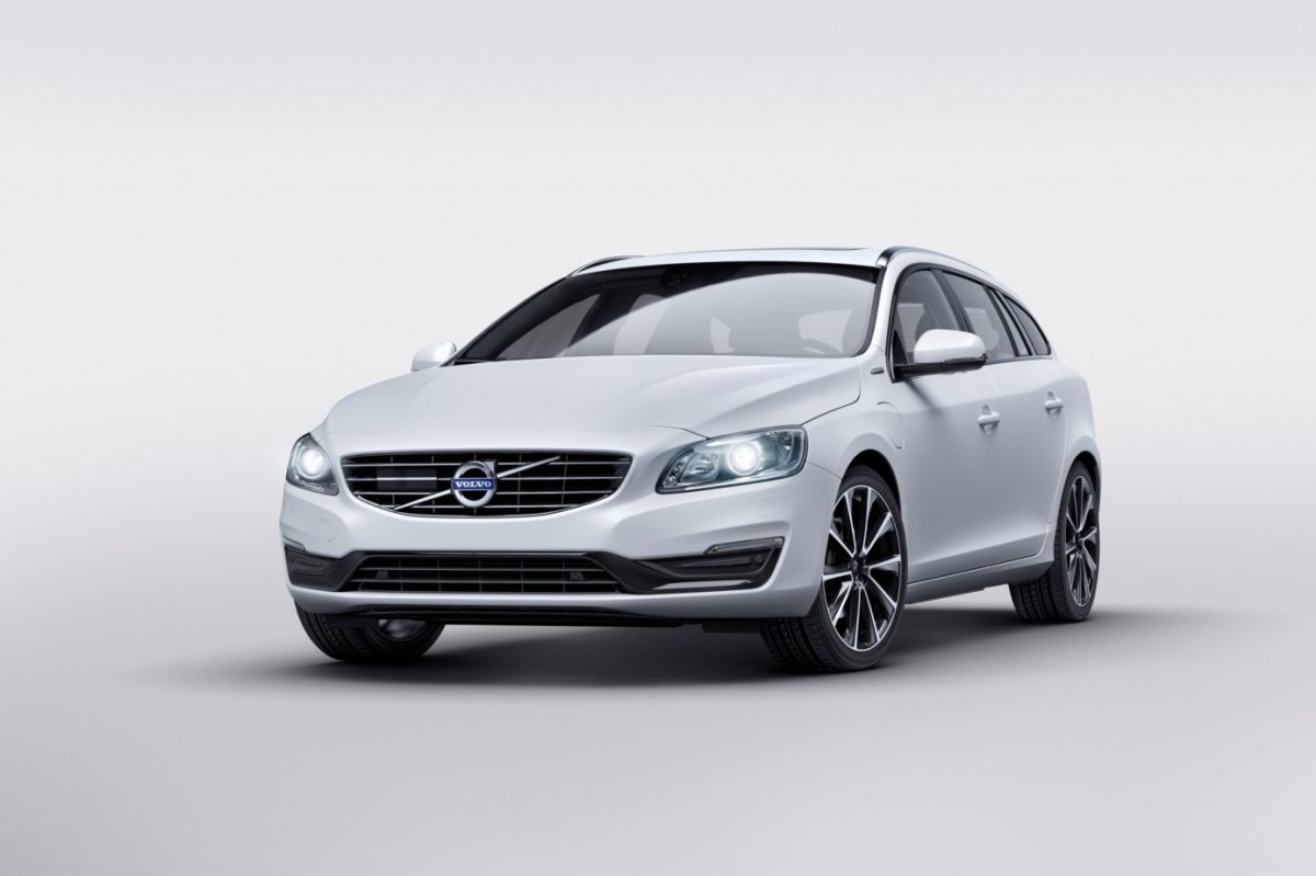Volvo V60 D5 Twin Engine wit geneve special edition 2015 05