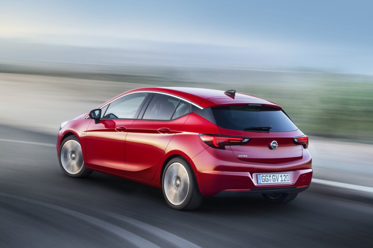 Opel Astra rood ecoFlex Cosmo 2016 11