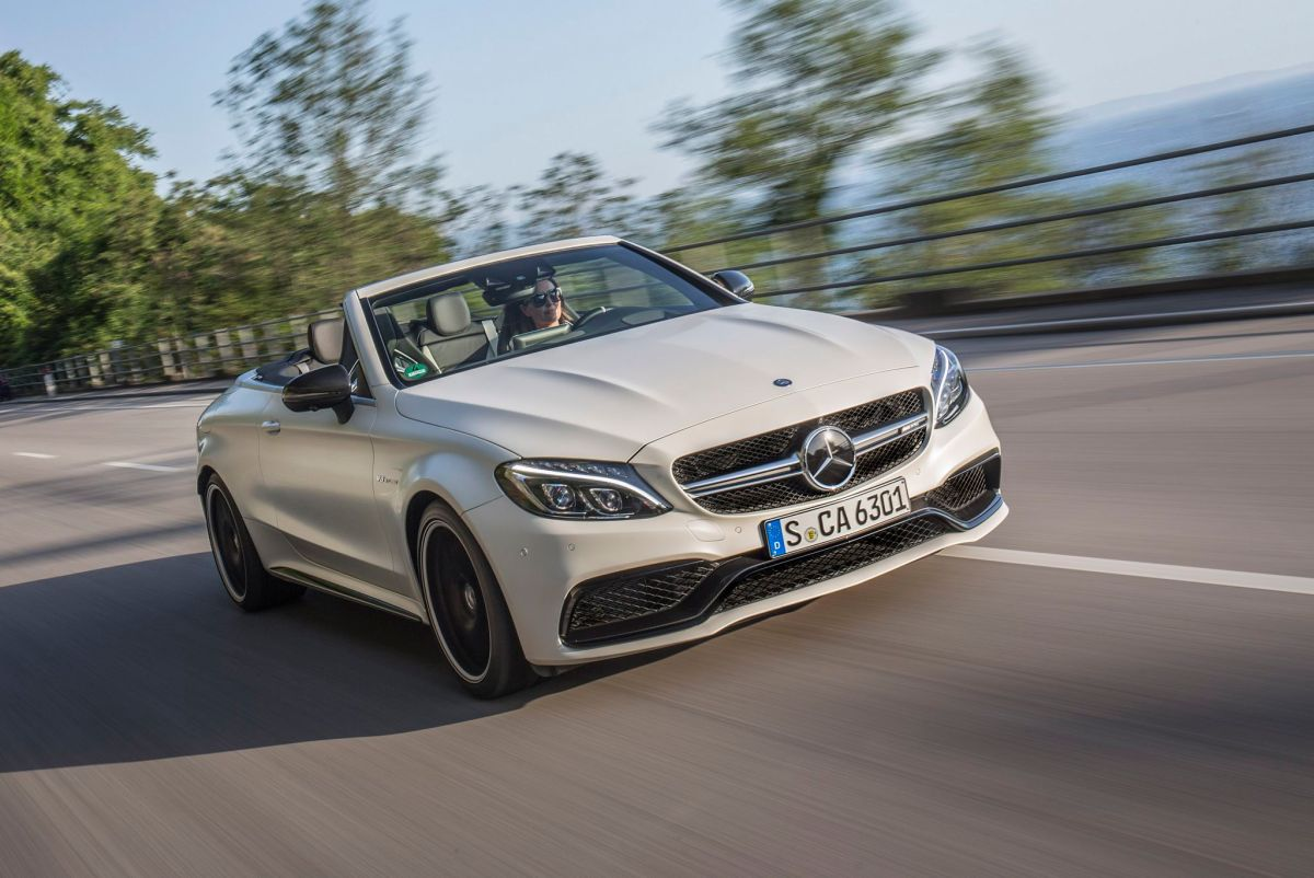 Mercedes-AMG C 63 S Cabriolet; Exterieur: designo kaschmirweiß magno; Interieur Leder Nappa AMG schwarz; Kraftstoffverbrauch kombiniert: 8,9 l/100 km; CO2-Emissionen kombiniert: 208 g/km; exterior: designo cashmere white magno; interior: AMG nappa leather black; fuel consumption combined: 8.9 l/100 km; CO2 emissions combined: 208 g/km