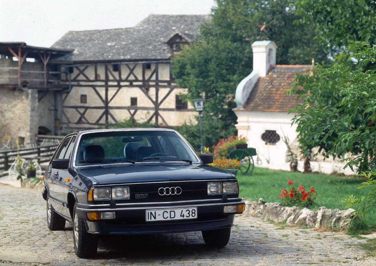 1980: five-cylinder gasoline engine with turbocharger: In 1980, the Audi 200 5T (C2) comes on to the market, which is powered by the first turbocharged gasoline engine from the brand with the four rings. From a displacement of 2,144 cc, the five-cylinder unit produces 125 kW (170 hp) at 5,300 revolutions per minute and 265 newton meters (195.45 lb-ft) of torque at 3,300 rpm. The Audi 200 5T (C2) is the first Audi in the luxury class and features the lavish equipment of the Audi 100 CD as standard.