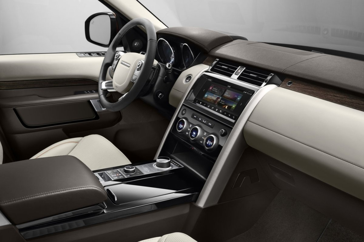 land-rover-discovery-2017-02