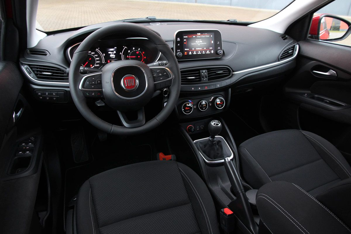 fiat-tipo-business-lusso-hatchback-stationwagon-2017-04