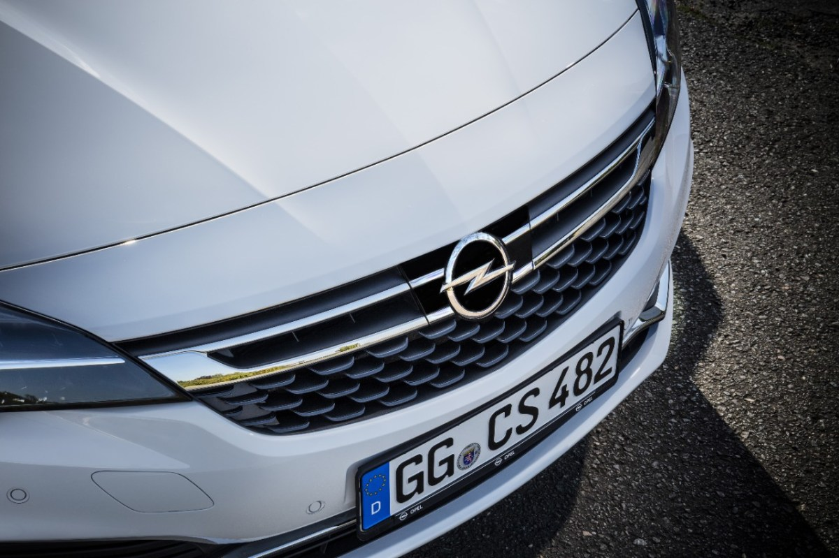 opel-astra-hatchback-wit-adaptive-cruise-control-02