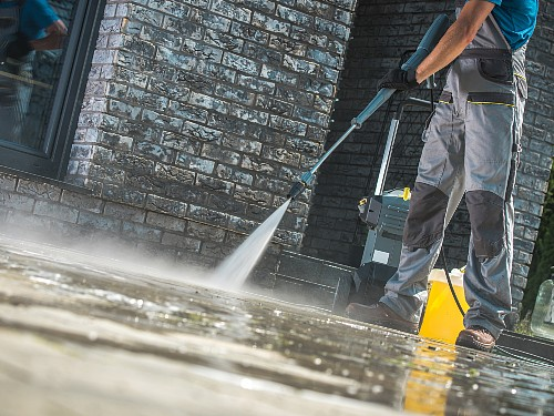 How to Pressure Wash Driveway – Useful Step by Step Guide