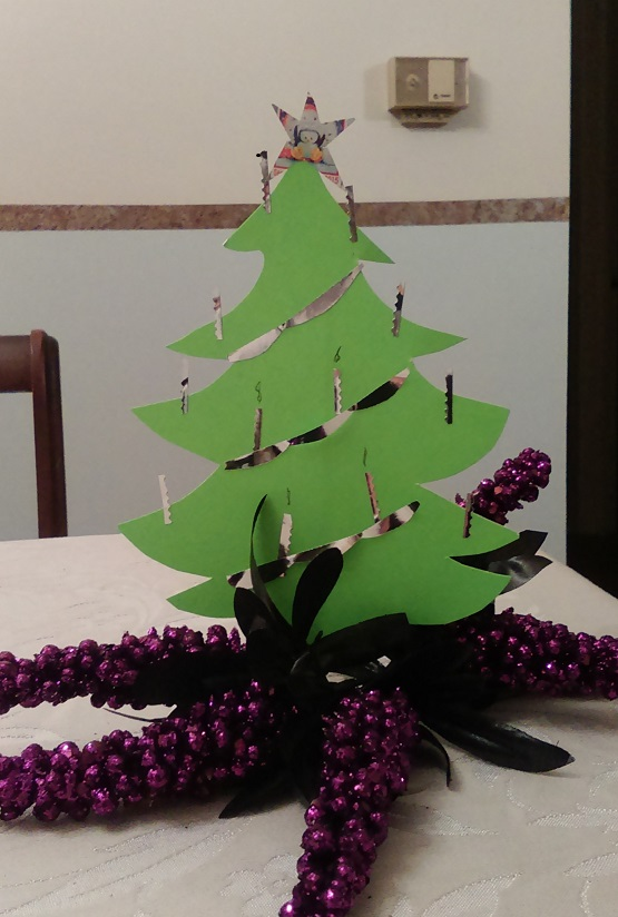 Change out the Hallowe'en cat for a simple fir tree dec-rated with foil deco-rations.