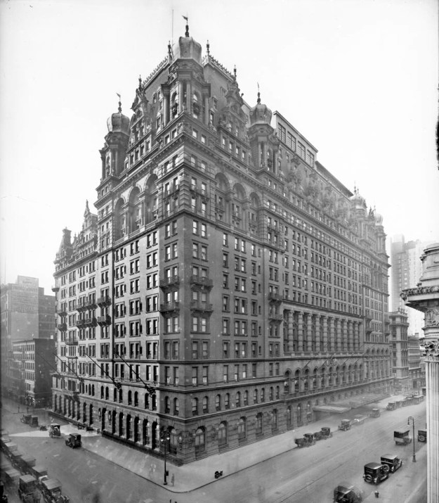 Waldorf-Astoria Hotel, Fifth Avenue from West 34th Street to West 33rd Street, New York, New York, late 1910s or early 1920s. (Photo by William J. Roege/The New York Historical Society/Getty Images)