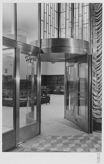 5th Avenue vestibule of Bonwit Teller.