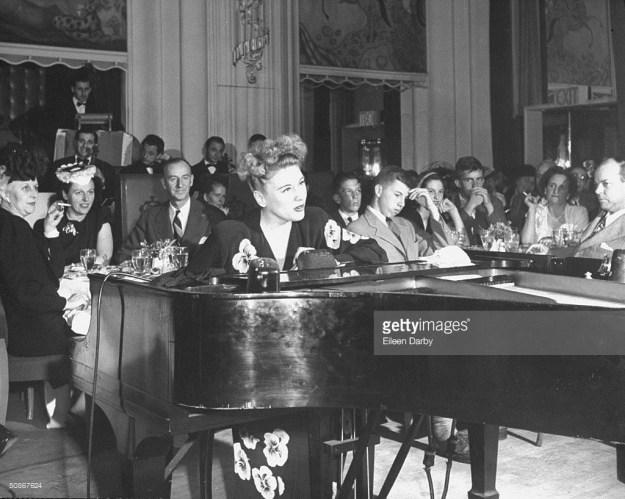 1946 Hildegarde in the Persian Room.