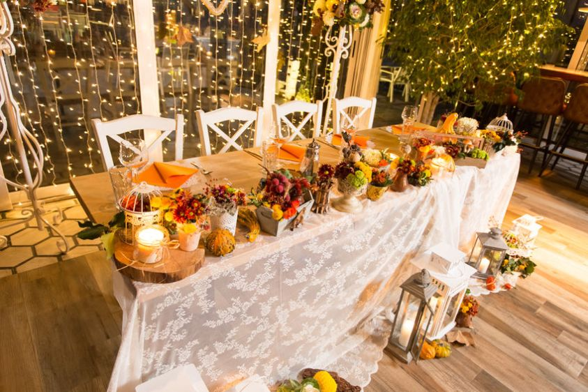 fall catered wedding table with fall colors decor