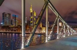 Blick auf den Commerzbank Tower vom Eisernen Steg