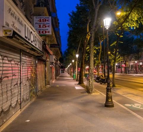 In den Straßen von Paris morgens um halb sechs