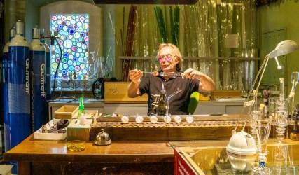 Glasbläser im Glasmuseum Wertheim bei der Arbeit
