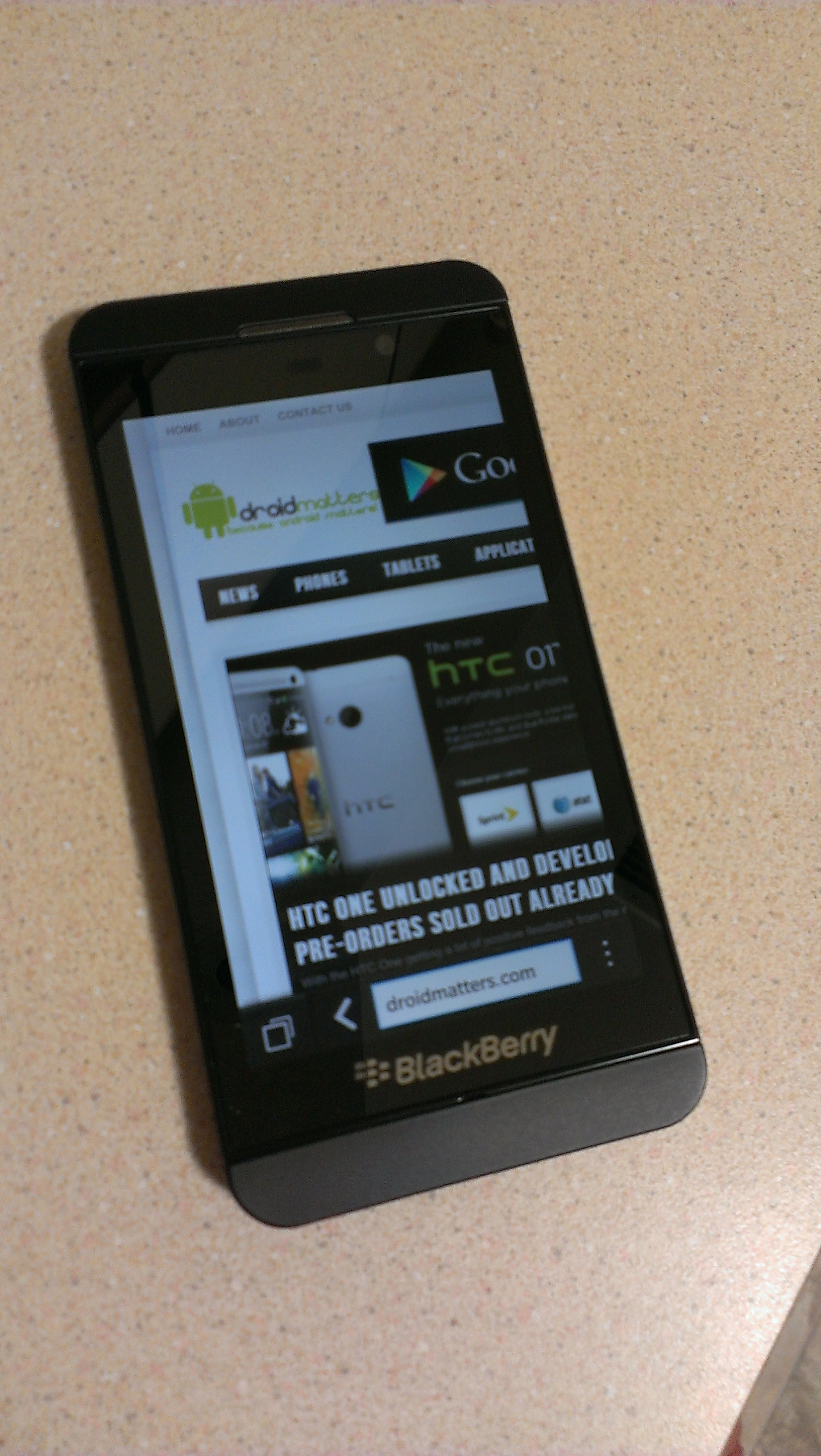 Will The Blackberry Z10 make you leave your Android? (SPOILER: No)