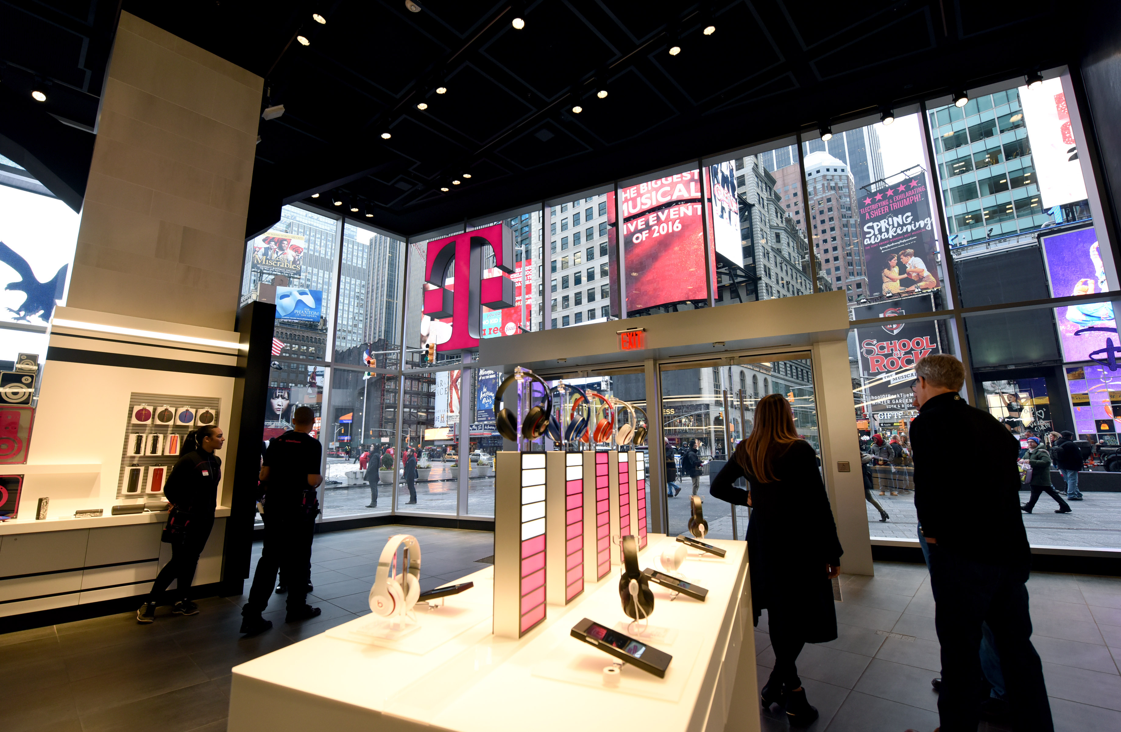 T-Mobile gives its current 2-line customers a free line of service, now this is awesome!