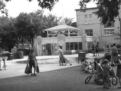 Le centre Durocher, vu du parc attenant, le 10 septembre dernier, un lieu de rendez-vous toujours populaire. PHOTO - Marc Boutin