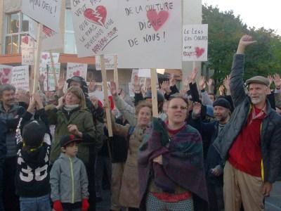 200 personnes se sont rassemblées le 11 octobre pour demander à la Ville de Québec de suspendre le permis de démolition du centre