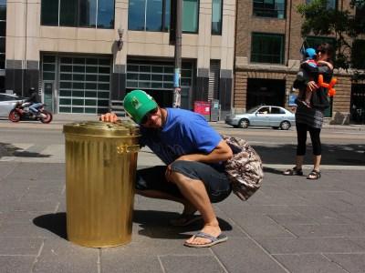 Une intervention de l'artiste de rue Wartin Pantois lors de l'université populaire de Québec le 16 juin 2018.