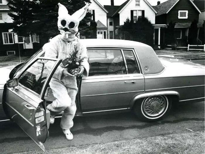 20 Creepy Vintage Easter Bunny Pics Guaranteed To Make You Say WTF -18
