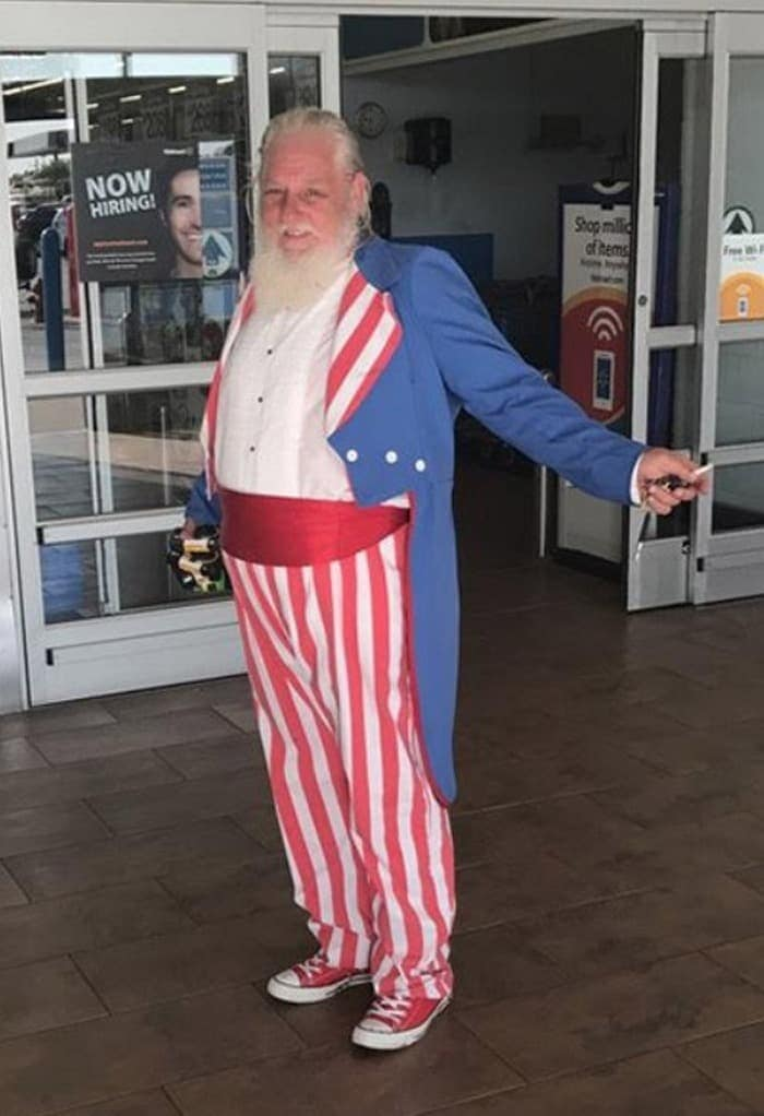 The 24 Weird People of Walmart That Are on Another Level -10