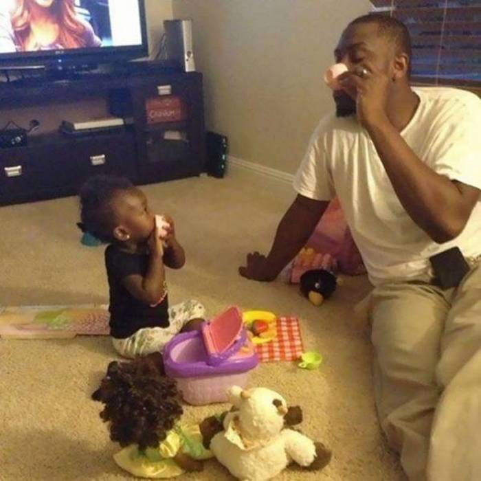 17 Funny Pictures of People That Know How to be a Good Father -05
