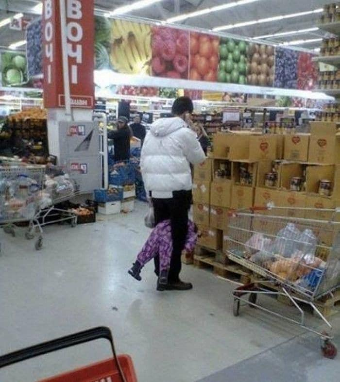 25 Ridiculous People of Walmart You Hope to Never Run Into -05