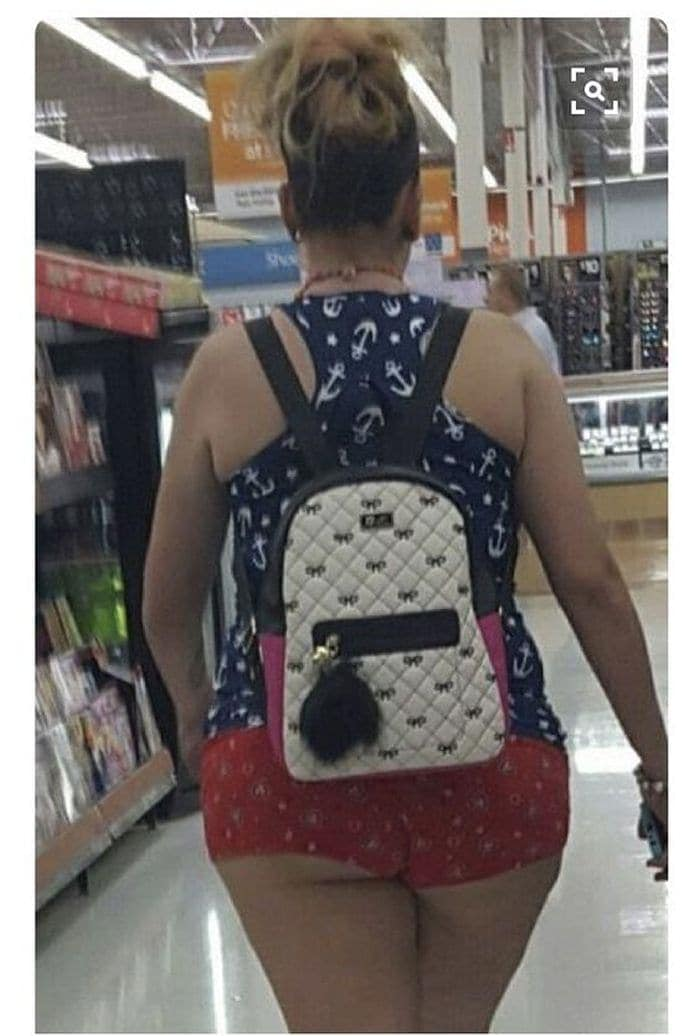 25 Ridiculous People of Walmart You Hope to Never Run Into -11
