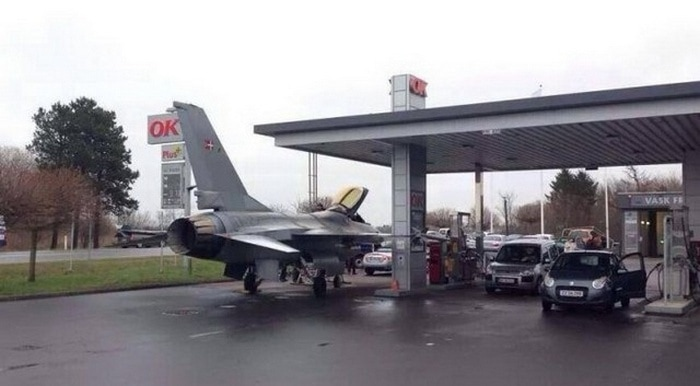31 Awkward Gas Station Moments That Are Odd And Shocking-02