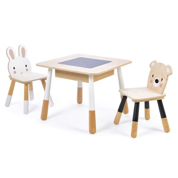 table et chaises en bois foret 3 ans et