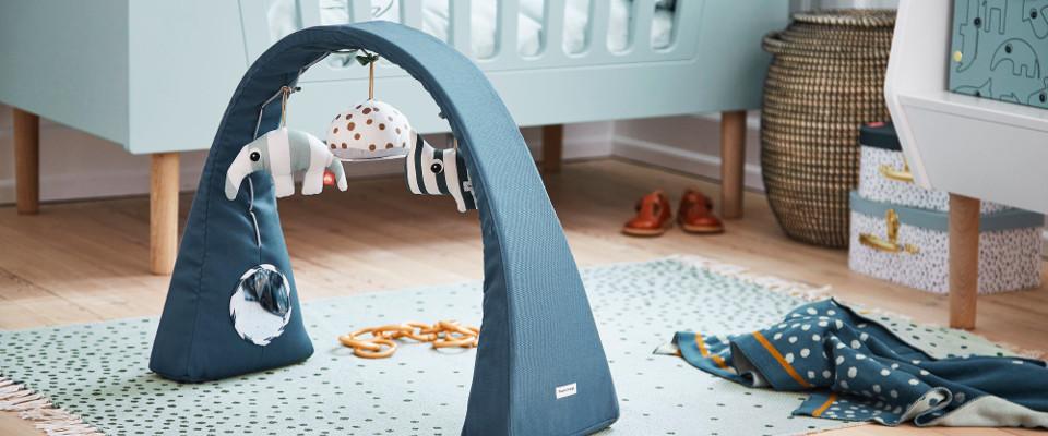 les tapis d eveil et arches pour bebe