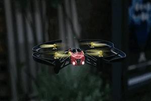 Parrot Airborne Night & Parrot Airborne Cargo. Acrobacias a 18 km/h
