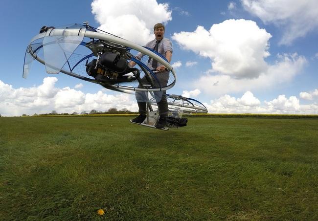 Šílený génius Colin Furze splnil sen Jana Tleskače a postavil létající kolo
